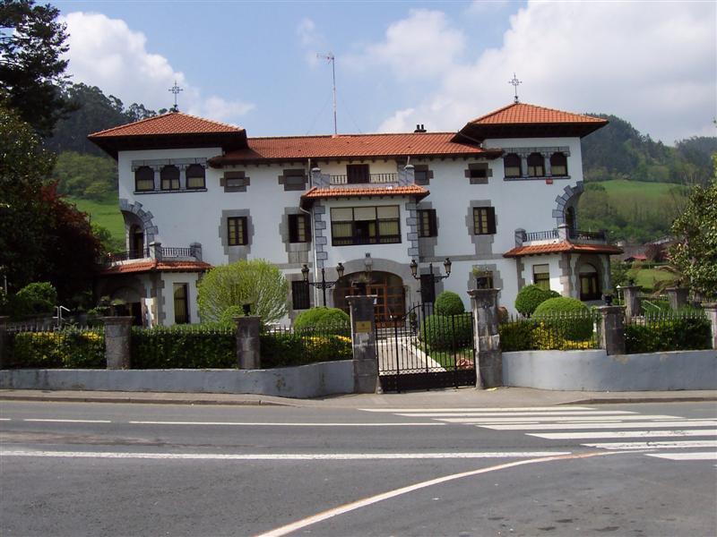 Palacios y Caserios Antiguos